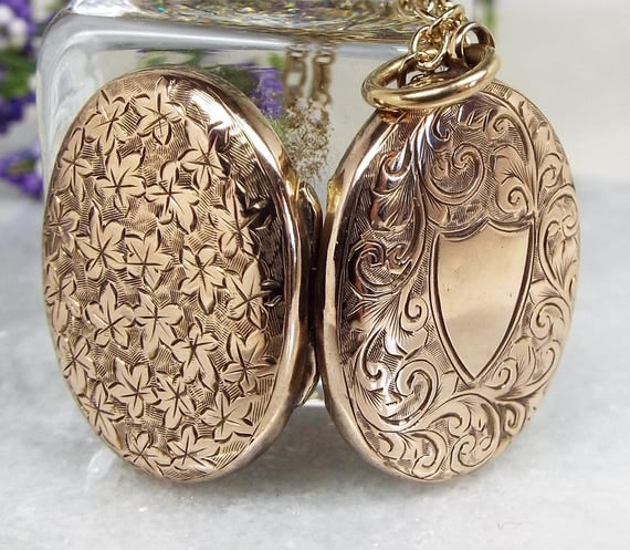 Antique Victorian 9ct Gold Engraved Shield & Leaves Oval Locket Necklace Chain
