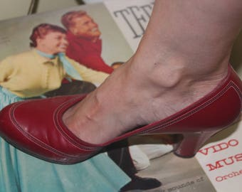 1940s 50s Size 7 1/2 Cherry Ruby Red Leather Heels Pumps Shoes