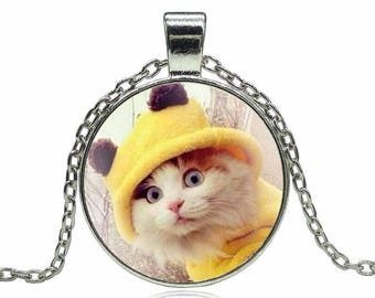 X 1 white cat necklace and a 25mm yellow knit hat