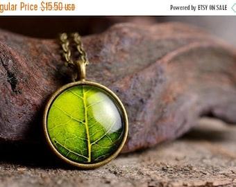 20% OFF Leaf necklace, leaf pendant, nature necklace, leaf jewelry, green leaf necklace, nature jewelry, green necklace, picture necklace