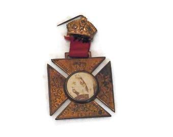 Queen Victoria 1837- 1897 Diamond Jubilee Photo Medal  Medallion - British Royalty Memorabilia.  Traditional.  Royal Pin
