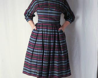 """Plaid blue black purple and green 1940s dress with a peter pan collar 30"""" WAIST"""