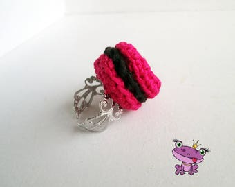 Silver ring topped with a Fuchsia crochet macaroon