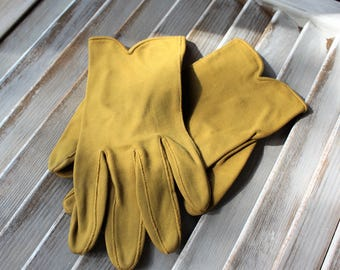 Vintage. Gloves. Mustard yellow. B Altman & Co. size 7. 1960s.