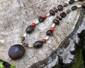 Ethnic necklace with exotic seeds : bull eye, tamarin, acai