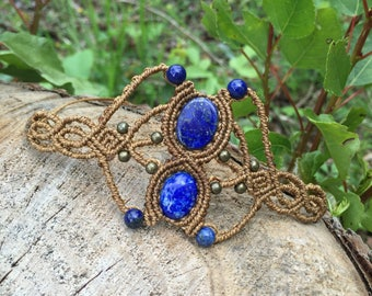 Macrame bracelet with little lapis lazuli cabochons and beads