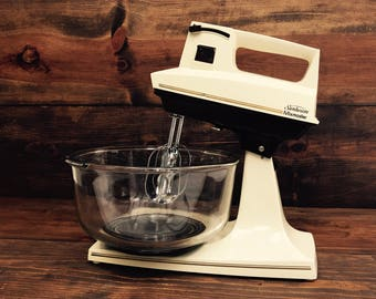 Sunbeam Mixmaster Stand Mixer, Complete with Dough Hooks 1985