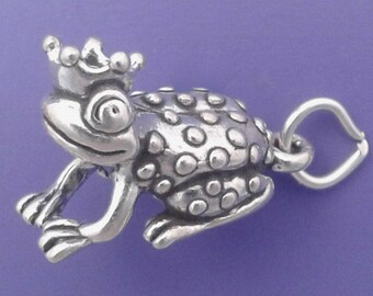 FROG PRINCE Charm .925 Sterling Silver Toad With Crown Pendant - lp2974