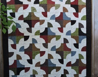 """Soft and Thick Flannel Quilt in Drunkard's Path Pattern  - Lap Sized   45"""" x 61"""""""