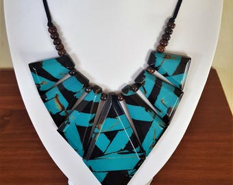 An original beautiful necklace of Plastic/bakelite?? from the 70s