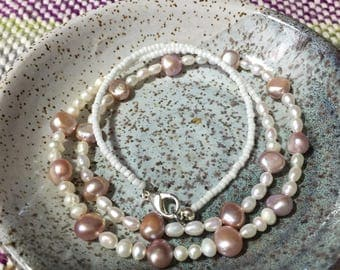 Freshwater pearl necklace. Pink and white