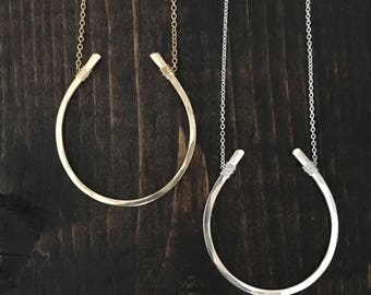 XL Horseshoe Necklace // Cable Chain