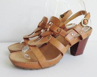 Vintage Tan Leather Sandals  // Chunky Heel  // Rivets