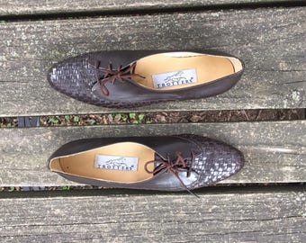 Shoes - Size 7.5 Brown Leather Woven Lace up Tie Oxfords Trotters Womens 7 1/2