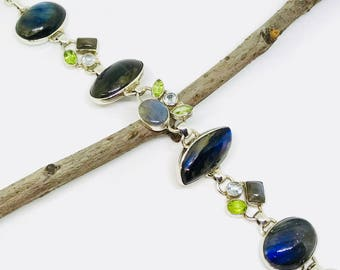 Labradorite, peridot multistone bracelet set in sterling silver 925. All stones are natural and authentic.Adjustable length. Toggle clasp.