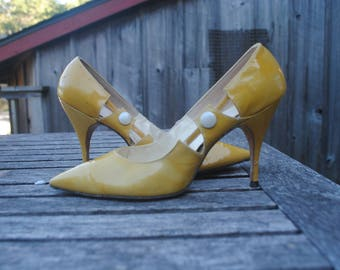 Yellow vintage 1960's heels woman's size 7.5