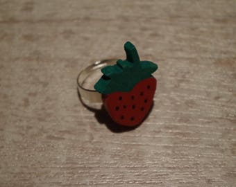 ring made of wood (Walnut), strawberry, painted