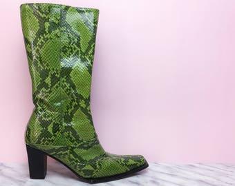 Vintage boots, snakeskin boots, animal print, ropa vintage, heel boots, 70's boots, 90's boots, bright green, block heel, cowboy boots
