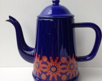 Seventies enamel tea/coffee machine