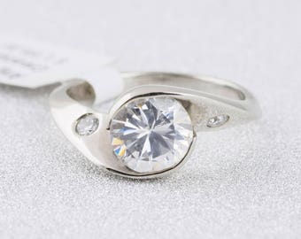 14k Star White Gold Diamond Solitaire Engagement Ring with Diamond Accents