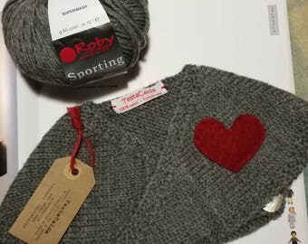 Shrugs in pure grey wool with red heart