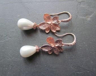 pearl rose gold earrings, rose gold earrings, rose gold pearl earrings,  rose gold pearl drop earrings, bridal earrings, wedding jewelry