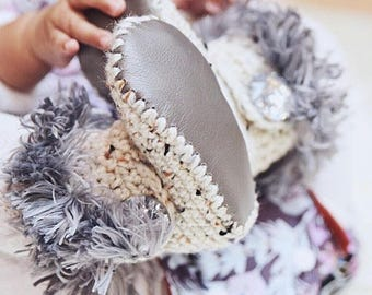 Uggs for Babies, Silver Leather Infant Boots, Fur Baby Ugg Booties, Oatmeal Walkers for Girl, Crochet Newborn Shoes, Winter Baby Clothes