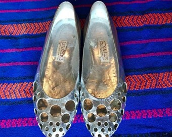 Vintage 1960's MOD space age futuristic Lina Lee SILVER circle cut out flats Sz 7
