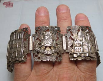 Impressive Souvenir de Paris Bracelet