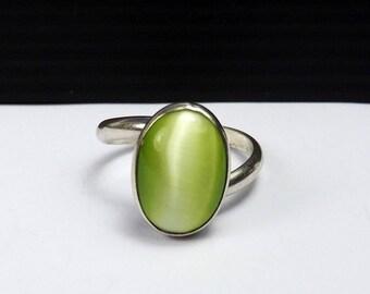 RAINBOW Green Cat's Eye Sterling Silver 925 Ring Gemstone Birthstone Oval Cabochon Size 7 1/2 Mystic Stone Chatoyant