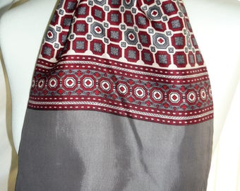 1960's Vintage Red and Grey Patterned Scalf
