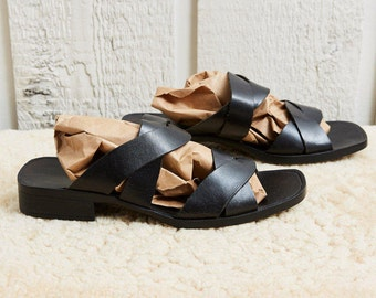 1990s Arezo Black Leather Slip On Sandals • 8 W