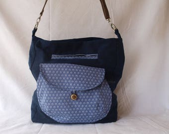 shoulder bag denim, 2 pockets, applied and piped with zipper, rigidifiees walls, stitching in finish