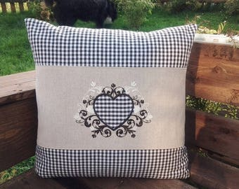 Cushions in country-style heart