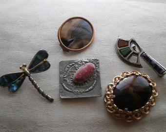 Vintage 5 x brooches paua shell and brown stone