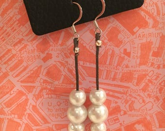 Simple Dangle Three Pearl and Leather Earrings
