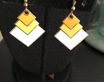 Yellow Vintage enamel earrings, yellow earrings, enamel earrings, dangle earrings, yellow white enamel earrings, white enamel earrings E125