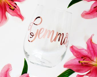 Custom Rose Gold Wine Glass, Personalized Bridesmaid Gift, Bridesmaid Glass, Maid of Honor Present, Stemless, Name Glass, Friend Gift, Mom