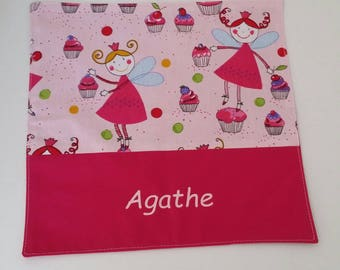 "Napkin personalized kids, pink towel canteen ""Fairies and cupcakes""."