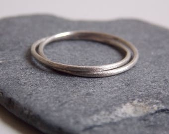 2 interlaced rings made of silver