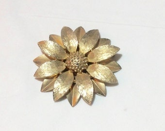 Vintage Sarah Coventry Goldtone Flower Pin