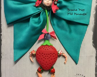 "Brooch doll red and Emerald Green - bow - Strawberry - Antique Doll head - Lampwork Glass cabochon ""Miss P' P'tit Pimousse"""