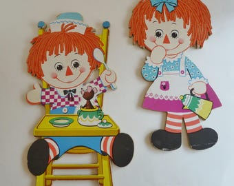 Vintage nursery wall plaques/Wall art/Raggedy Ann and Andy cardboard plaques of 1970's/Rag Doll/wall art/play kitchen/birthday decoration