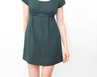 short sleeve green dress | dress with tie | empire waist dress | 90s short dress | fitted dress | size small 4