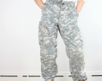 Vintage Army Pants / Camouflage High Waist / Military Camo Cargo Pants S/M