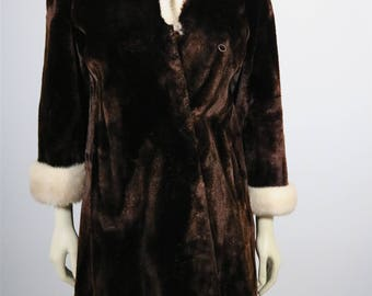 Vintage Clothing •Women's Fur Coat  • Brown Beaver Fur Coat • 1960s-1970s Fur Coat • Women's Fur Coat • Brown Fur with Trim •