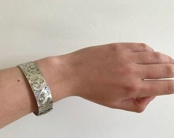 Vintage 1977 Queen's Jubilee Hallmarked Sterling Silver Bangle Bracelet