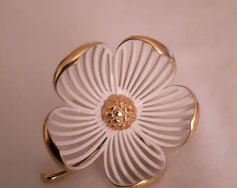 Vintage Monet White Flower Brooch with Gold Tones - 1950s