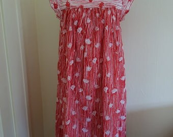 Vintage 1970s Dress Red and White Floral Print Flowy Maxi Dress Summer Outfit Beach Coverup 1970s Vintage