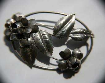 Vintage Oval w Roses Sterling Silver brooch. Beautiful details on roses.